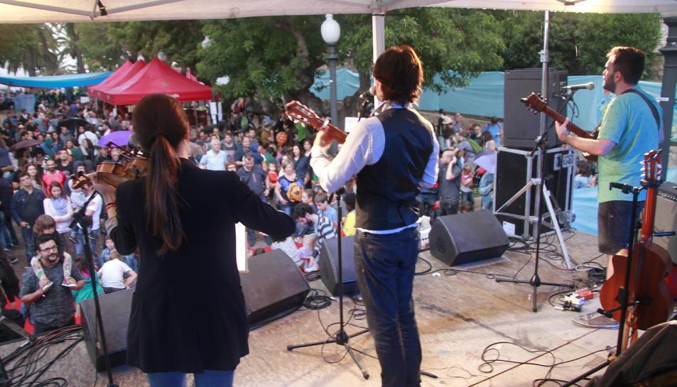 La pluja no va impedir continuar celebrant el festival.