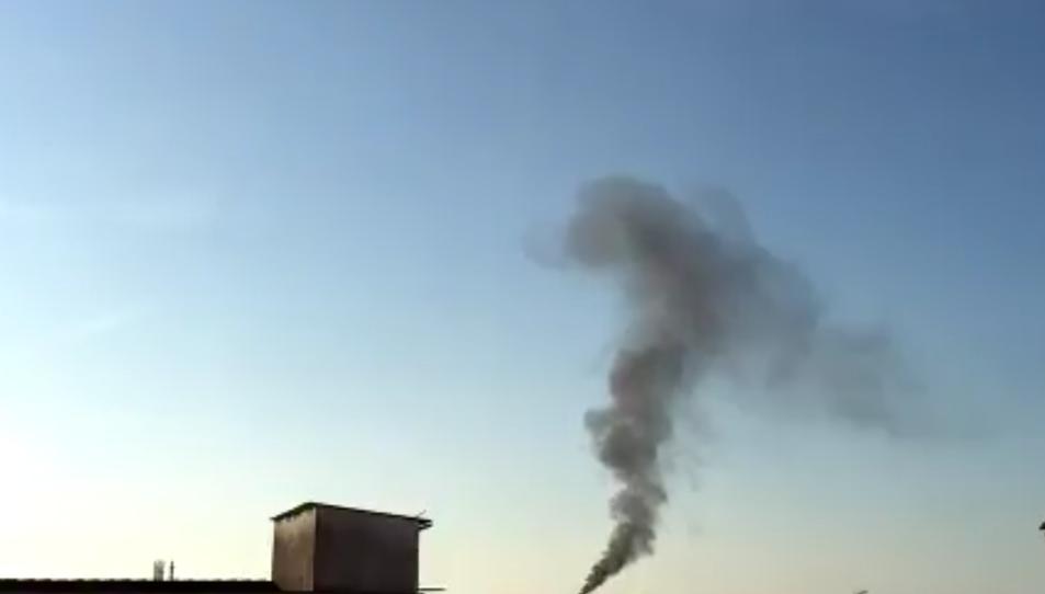 La parada programada de Repsol deixa un nou episodi de fum negre