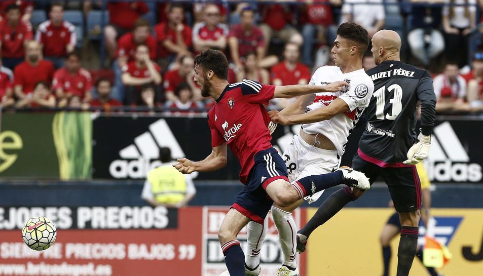 Naranjo, davant de Nauzet, després de fallar una ocasió de gol.