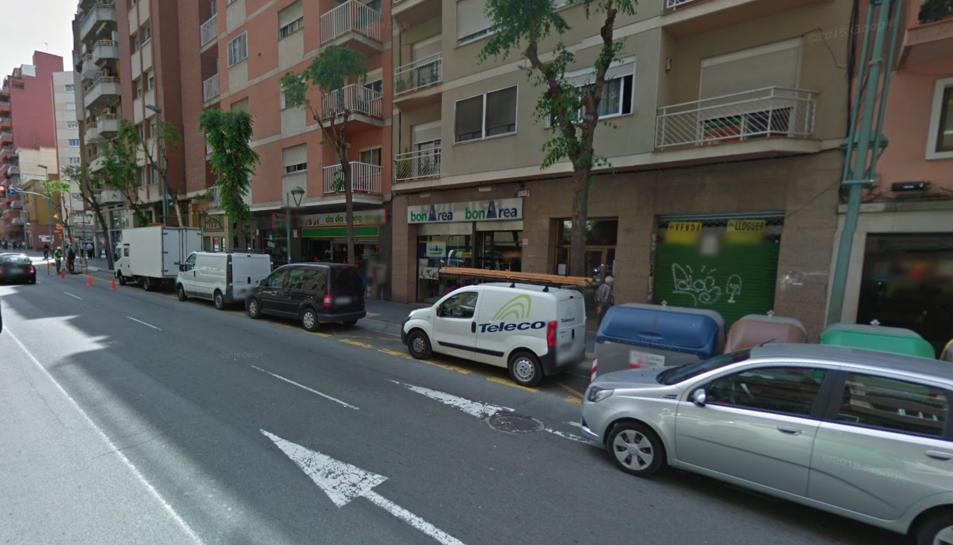 Un home agredeix i roba a dues noies al carrer Ramon i Cajal durant la matinada