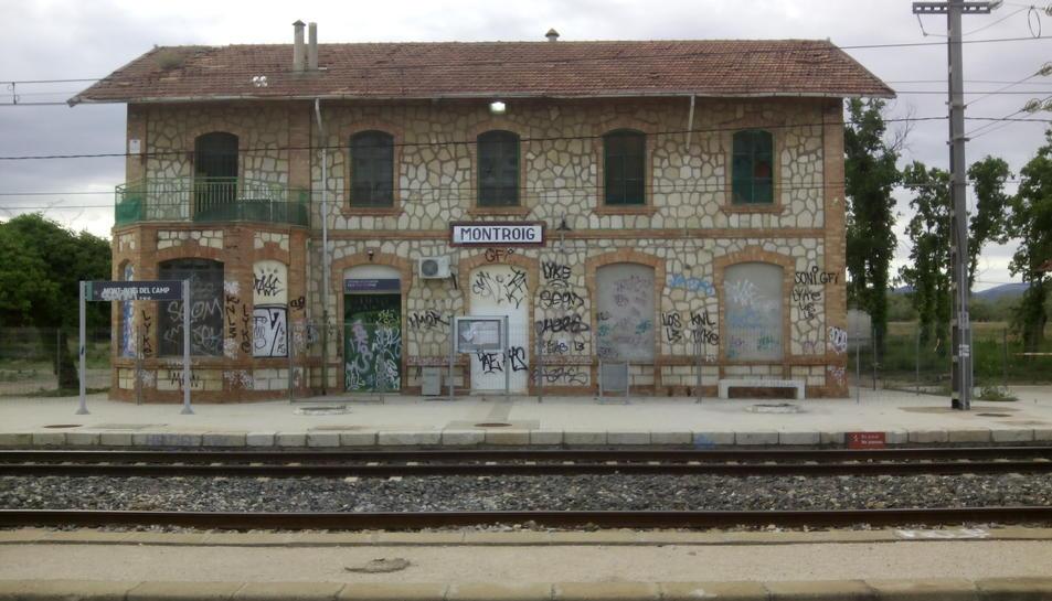Tercer dia de retards a Mont-roig per l'avaria en la senyalització del tren