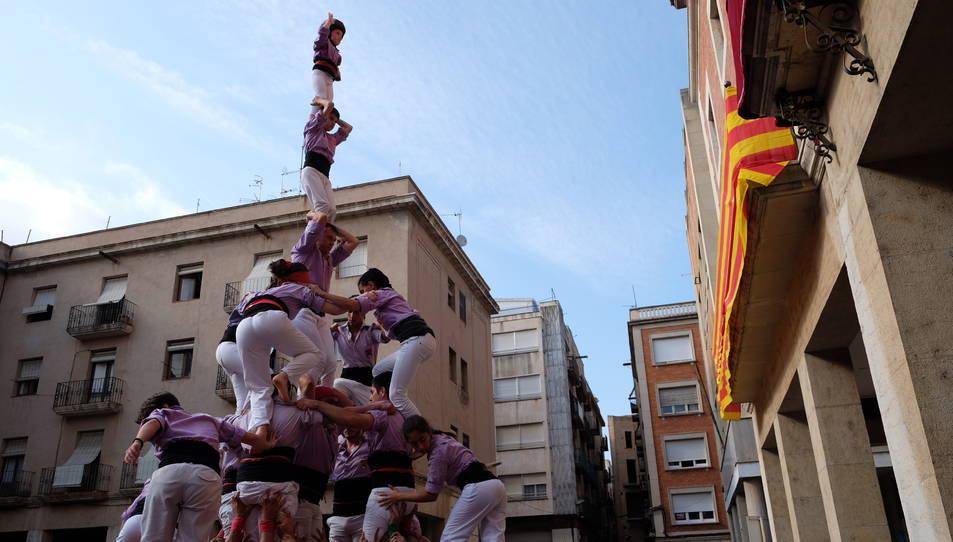 4de7 amb el pilar de la Jove a la diada del bateig dels Castellers de Tortosa