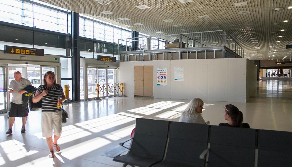 Una imatge de les feines que encara s'estan portant a terme a la zona de pas de les instal·lacions.