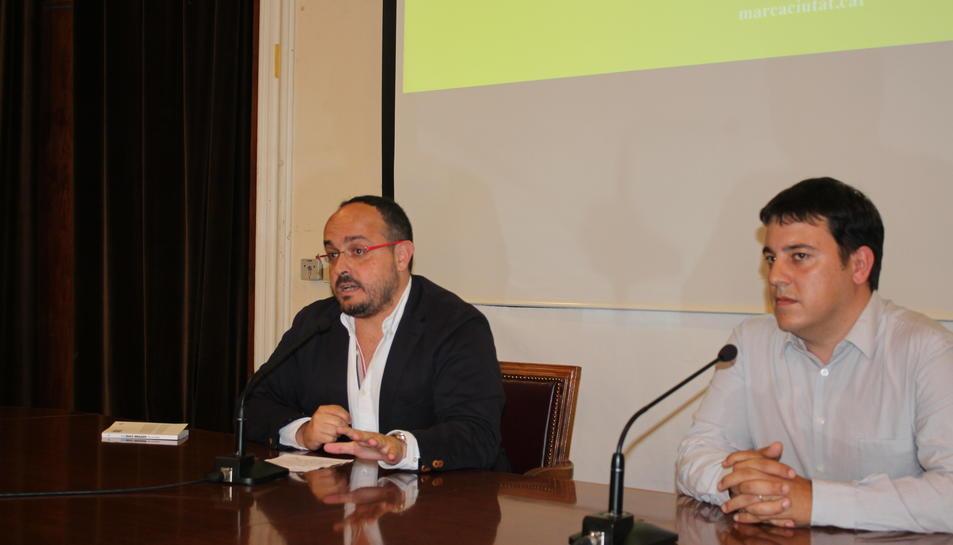 El conseller de Presidència i Estratègies de Ciutat, Alejandro Fernández i el director del seminari, Pau Canaleta