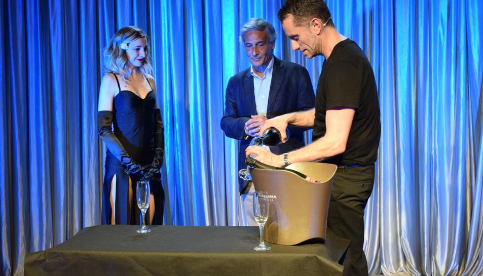 Abans de la signatura, Anna Moliner i Joan Negrié han representat una part de 'You say tomato'.