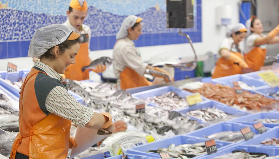 Mercadona contracta 375 persones a la demarcació per la campanya d'estiu