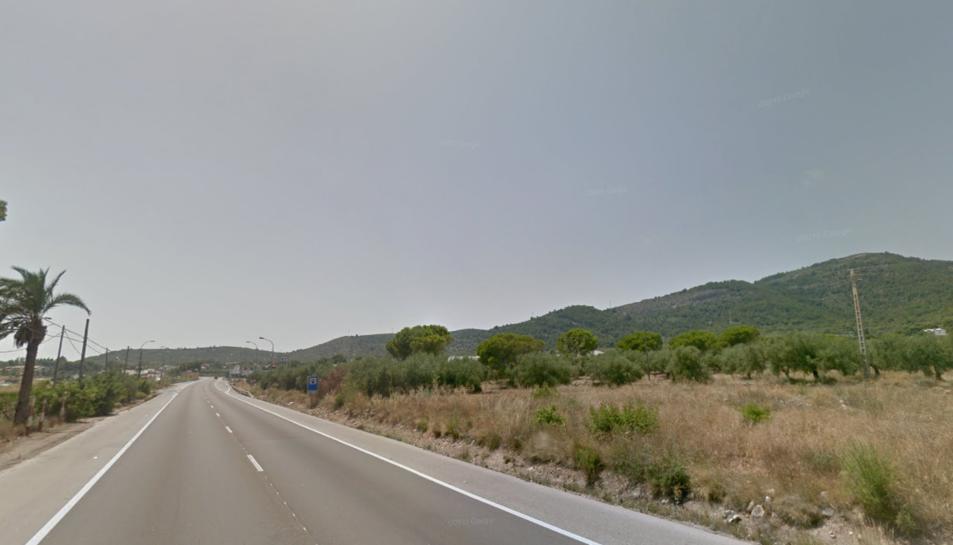 Mor el conductor d'un turisme en un xoc frontal amb un camió a Alcanar