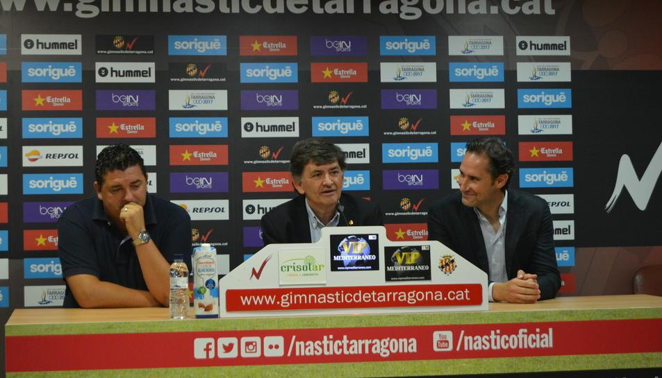 D'esquerra a dreta, el director esportiu, Emilio Viqueira; el president, Josep Maria Andreu; i l'entrenador, Vicente Moreno.