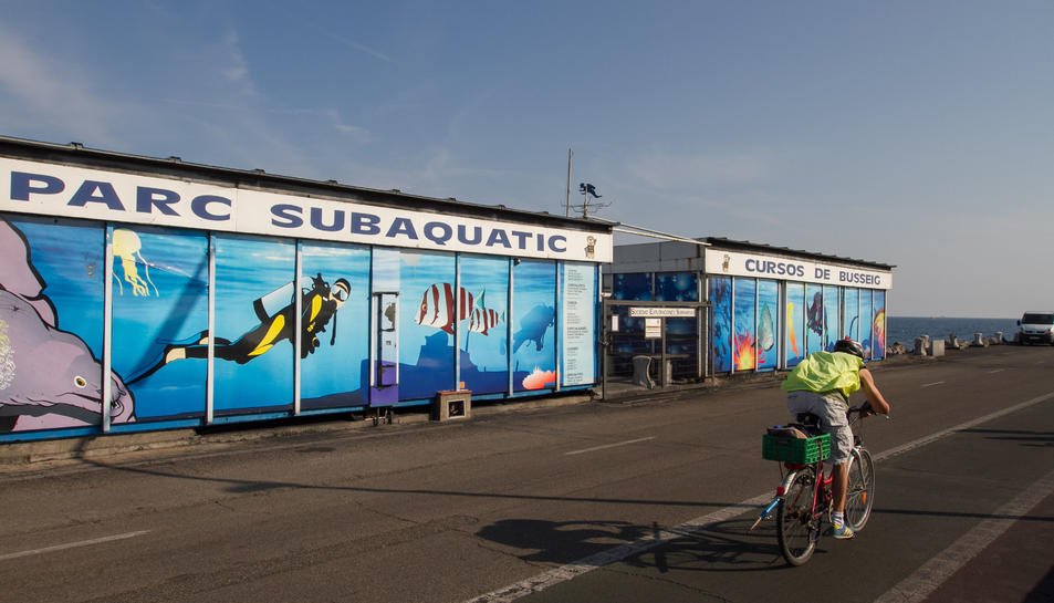 El parc subaquàtic del SES a l'escullera del Port, tancat.
