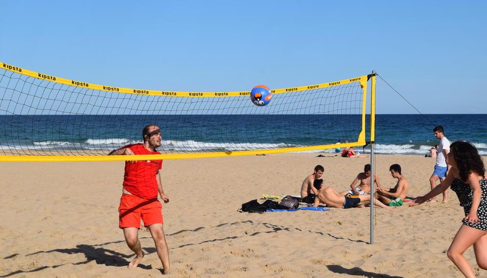 Tornejos de futbol i voleibol platja a l'Arrabassada