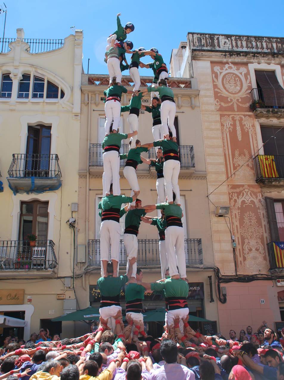 5de8 dels Castellers de Sant Cugat a la diada de La Grallada de Vilanova.