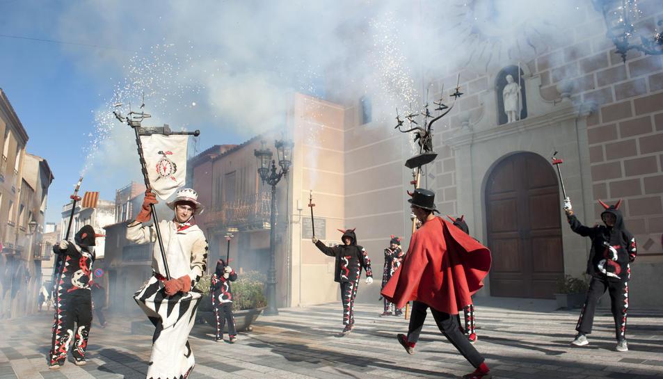 La cercavila infantil encén la Festa Major de Sant Joan a la Pobla