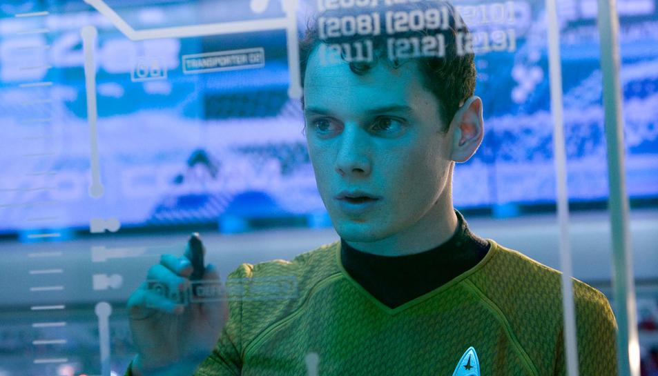 L'actor caracteritzat de Chekov a la saga Star Trek.