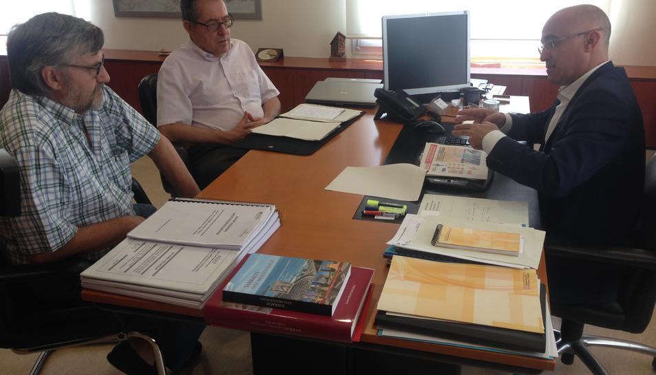 El delegat del Govern a Tarragona, Òscar Peris, reunit amb representants de la Plataforma Transport Públic de Tarragona per tractar sobre la seqüència d'incidents ocorreguts a les línies ferroviàries del sud del país, el 20 de juny de 2016