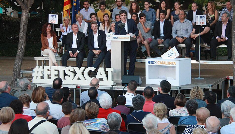 Puigdemont durant l'acte electoral a Cambrils