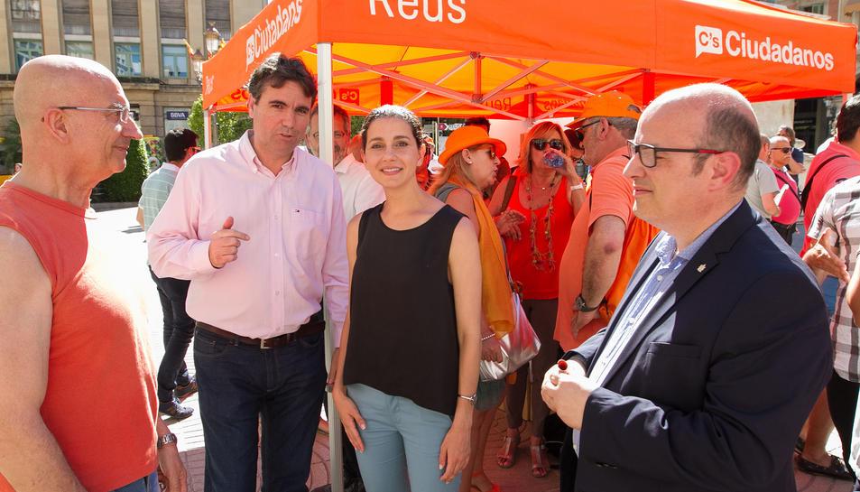 Inés Arrimadas va visitar la Plaça Prim de la capital del Baix Camp.