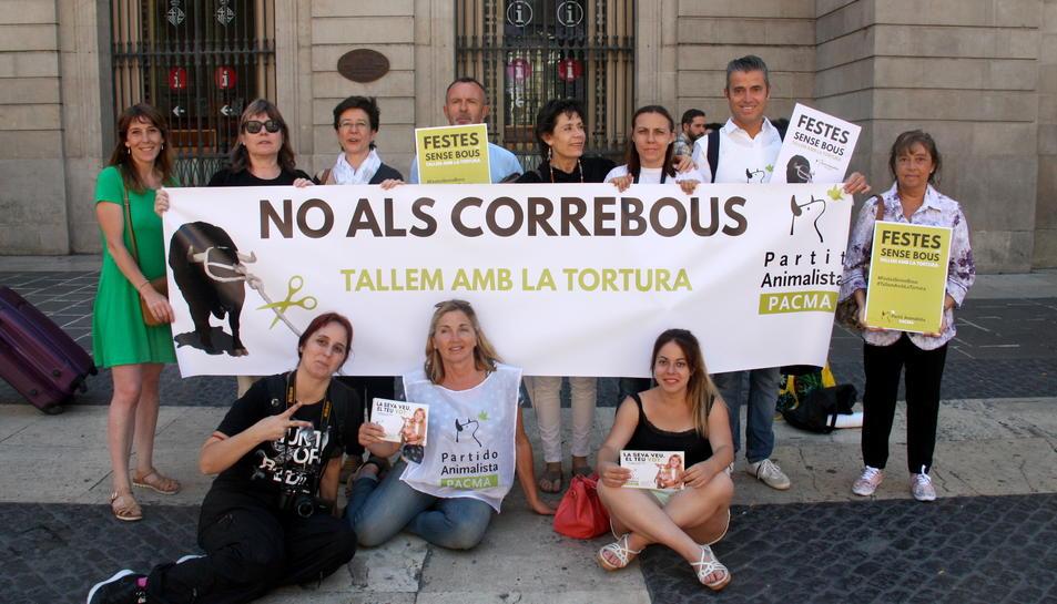Encenten una campanya per recollir signatures per abolir els correbous