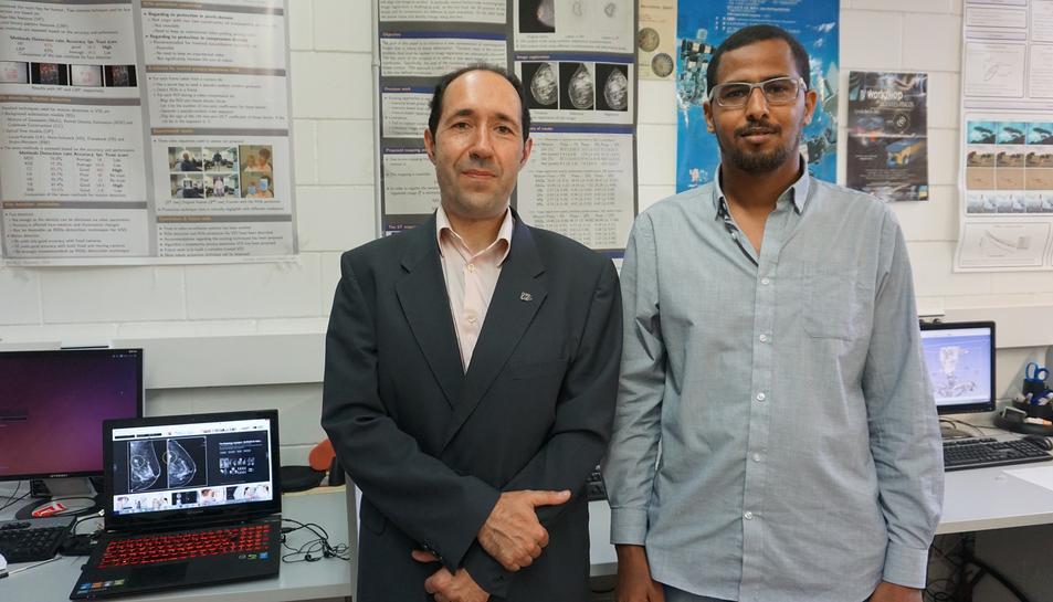Els investigadors Domènec Puig i Mohamed Abdel-Naser.