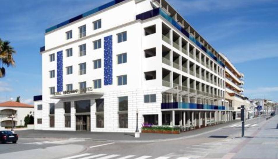 El foc s'ha originat a una habitació de l'hotel Brisamar Suites de Coma-ruga.
