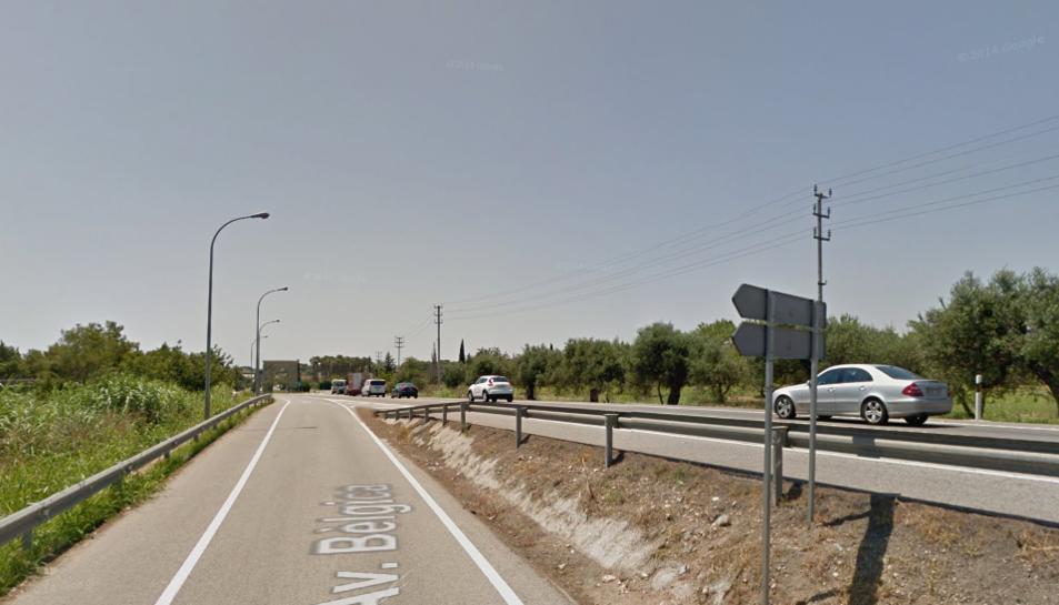 L'accident entre el turisme i el ciclista ha tingut lloc a l'altura de Roda de Berà.