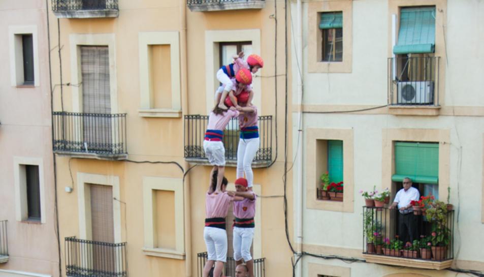 2de8 amb folre dels Xiquets de Tarragona a la primera ronda