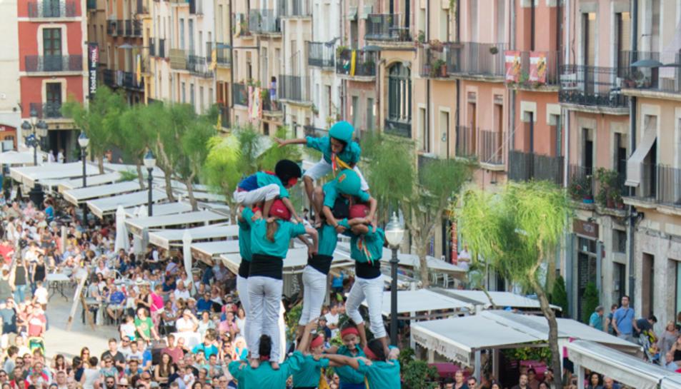 5de7 dels Castellers de Sant Pere i Sant Pau a la primera ronda.