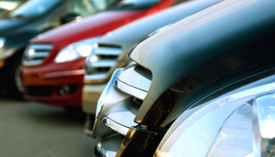 Els vehicles es comprovan a empreses de renting i es revenien modificats.