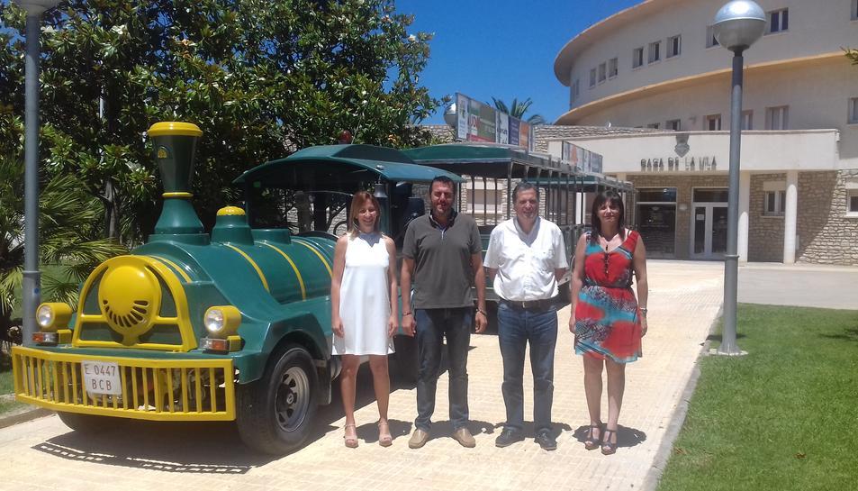 La regidora de Turisme de Mont-roig, Yolanda Pérez, l'alcalde de Mont-roig del Camp, Fran Moracho, l'alcalde de Vandellòs-l'Hospitalet de l'infant, Alfons Garcia i la regidora de Turisme de Vandellòs-l'Hospitalet, Elidia López.