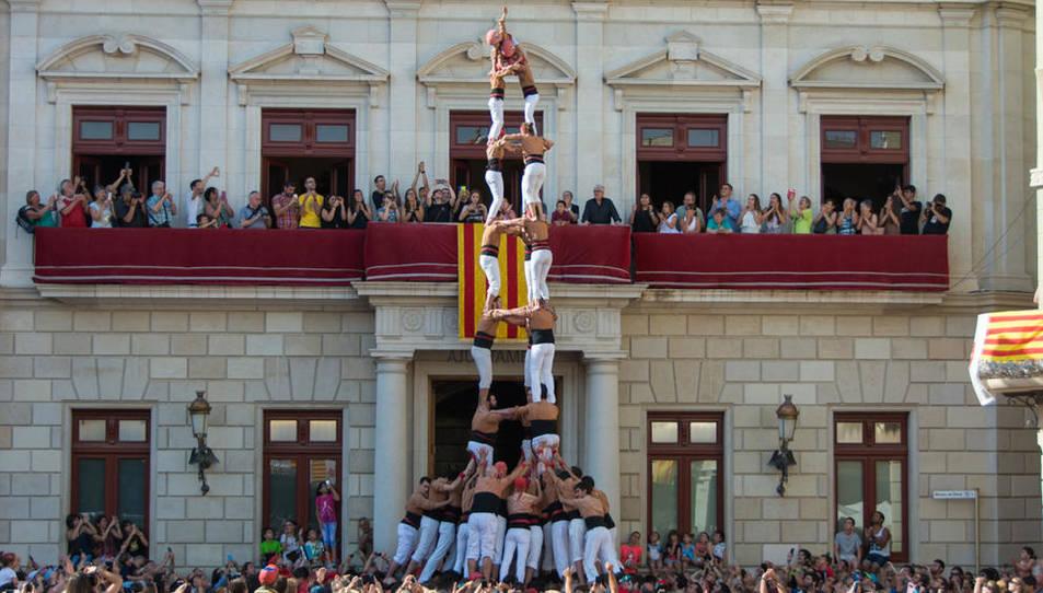 Els Xiquets de Reus han carregat el 3de9 folrat per Sant Pere