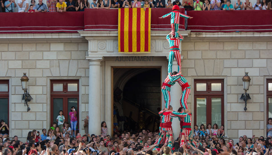La Nova Muixeranga d'Algemesí ha fet una figura anomenada Xopera a la segona ronda.