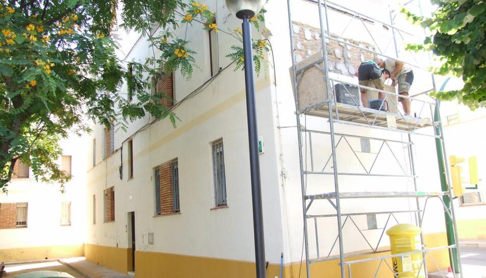 El Vendrell retira la simbologia franquista del municipi