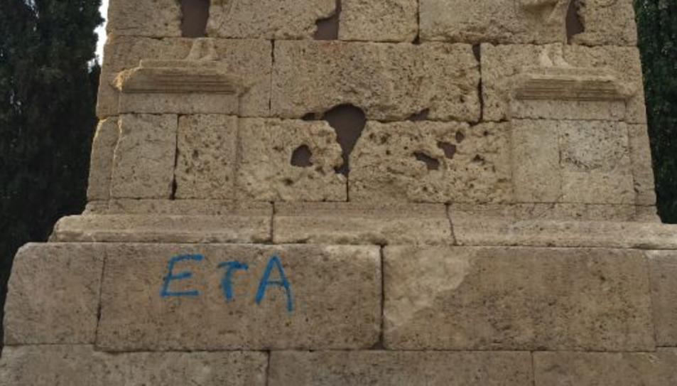 Apareixen pintades a la Torre dels Escipions