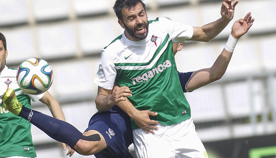 Joselu, en una acció amb la samarreta del Ràcing de Ferrol.