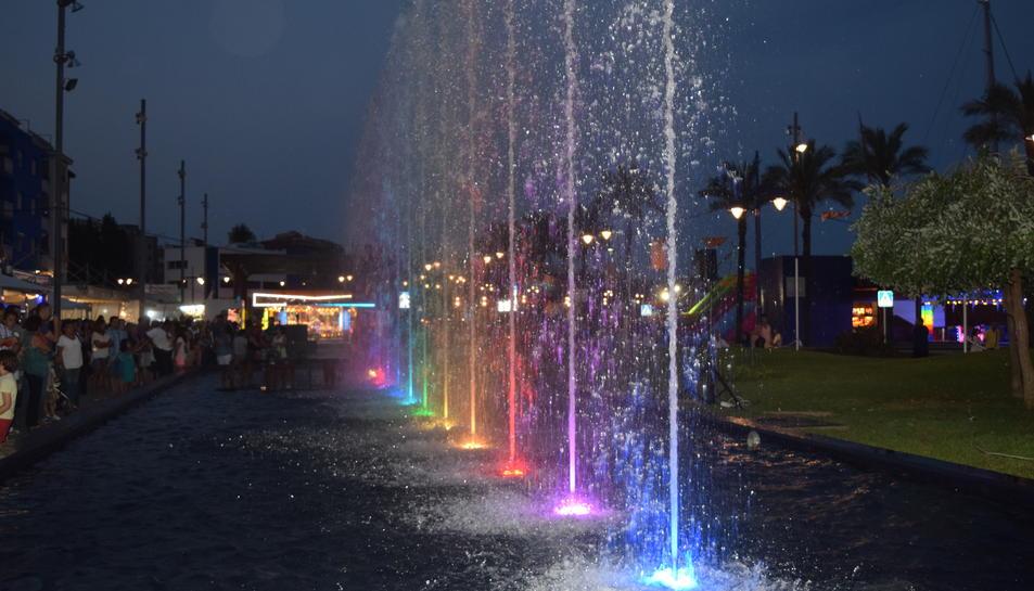 Aigua, llums i colors a les noves fonts del Serrallo