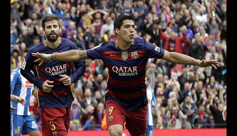 Luis Suárez i Gerard Piqué, celebrant un gol del Barça