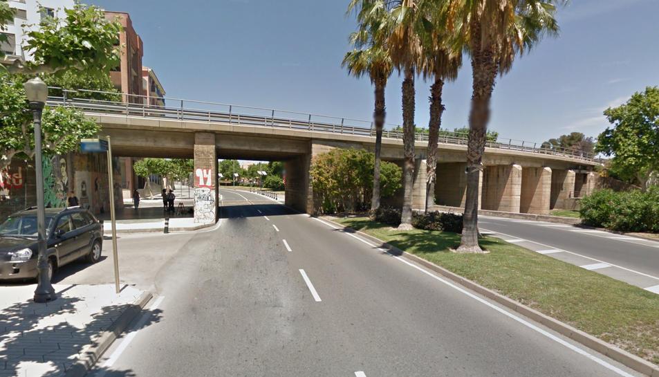Imatge del pont del pas de l'antiga nacional pel municipi.