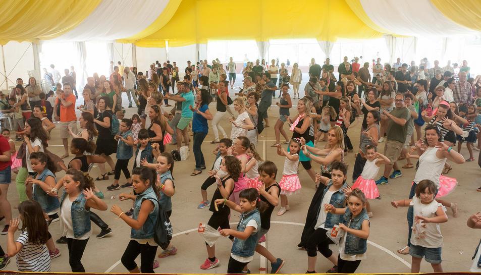 Els joves ballarins i ballarines van demostrar les seves habilitats.