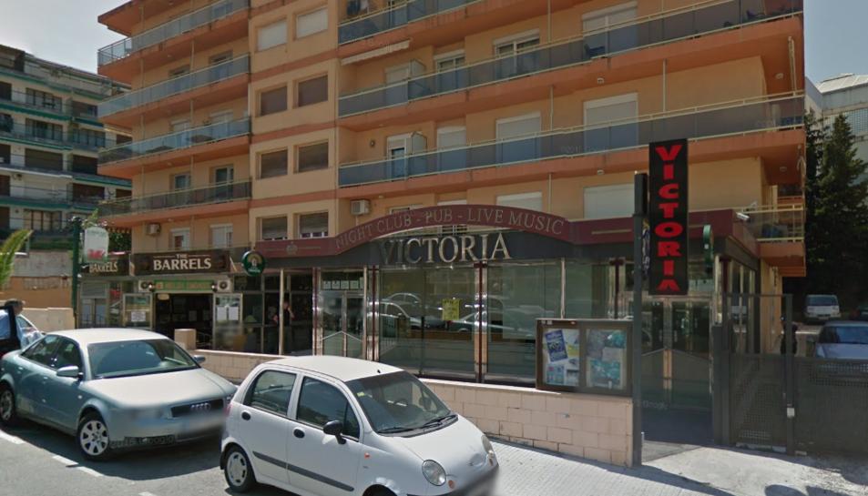 Els fets van tenir lloc al pub Victoria de Salou, al carrer Penedès.