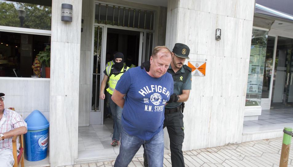 Imatge del detingut en un dels registres realitzats al Passeig de la Salle de Cambrils.