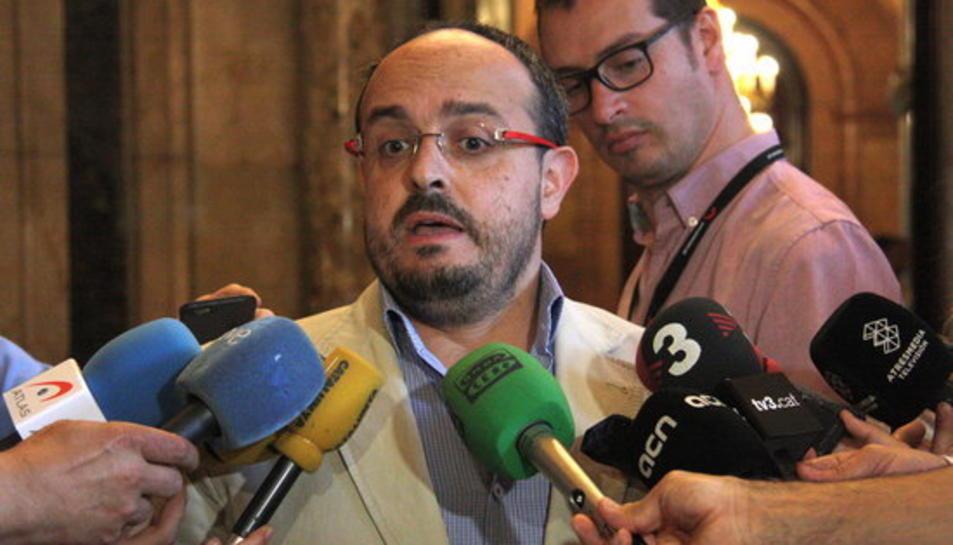 El diputat del PPC Alejandro Fernández als passadissos del Parlament.