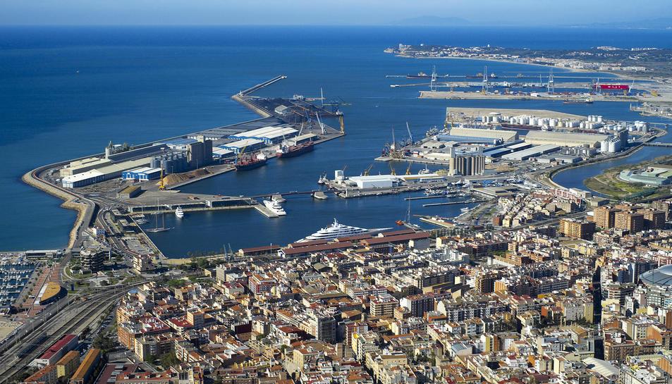 El Port ha tingut un lleuger descens del global de mercaderies de gener a maig.