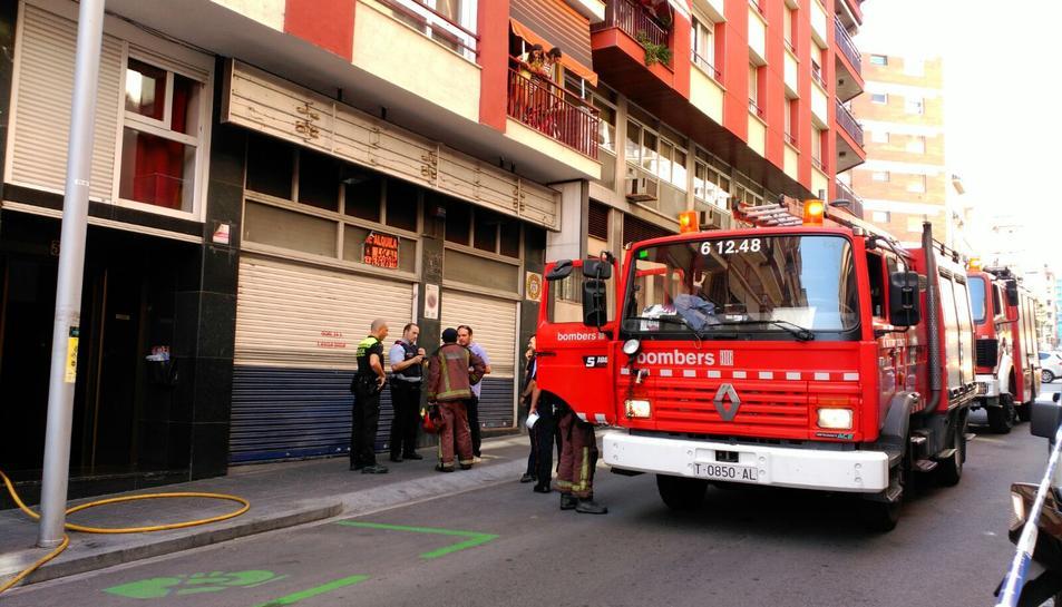 Crema un habitatge del carrer Jaume I de Tarragona