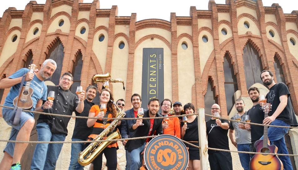 Els vins de Nulles i la música de la Bandarra Street Orkestra maridaran a la 5a Vinitfest