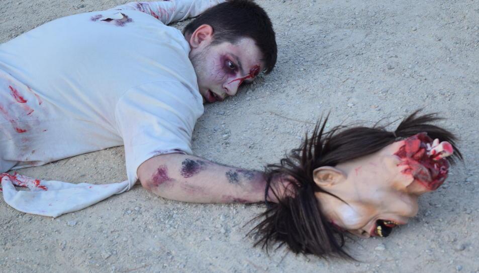 Els zombis, que passejaven pel Camp de Mart, eren actors i voluntaris.