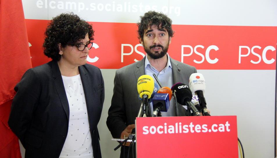 Imatge d'arxiu del diputat socialista Carles Castillo, a la dreta.