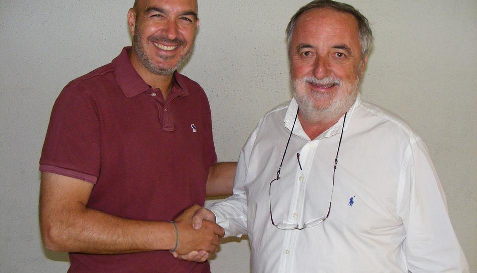 Jordi Garcia, nou entrenador del primer equip d'hoquei del CE Vendrell, i Victor Romagosa, president del club.