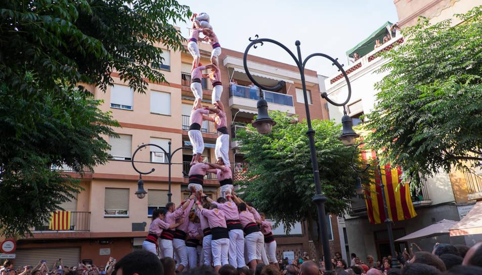 2de8 folrat dels Xiquets de Tarragona a la diada de Sant Pere al Serrallo.
