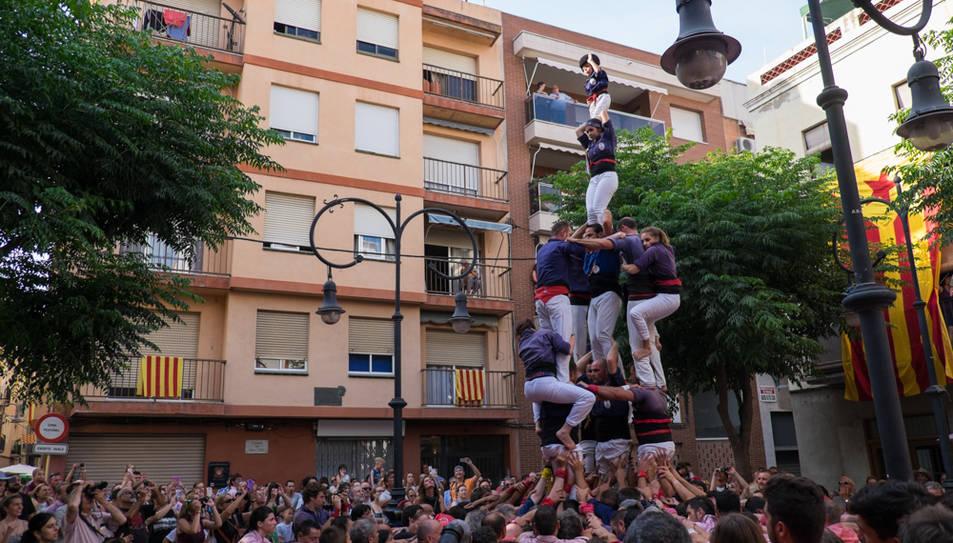 3de7 amb el pilar dels Xiquets del Serrallo a la diada de Sant Pere al Serrallo.