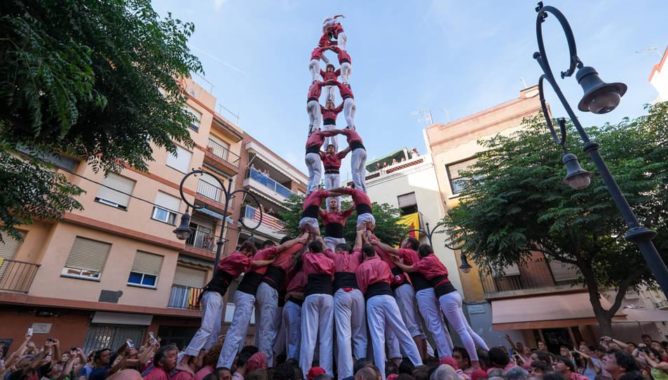 3de9 amb folre de la Colla Vella de Valls a la diada de Sant Pere al Serrallo.