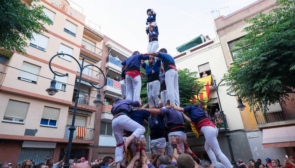 4de7 amb el pilar dels Xiquets del Serrallo a la diada de Sant Pere al Serrallo.